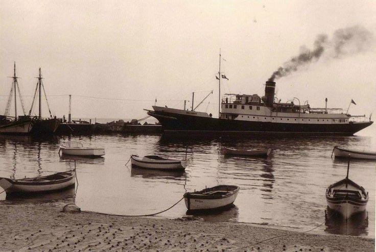 Ραφήνα, το πλοίο Μοσχάνθη στο λιμάνι