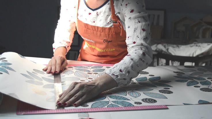 Video tutorial Cómo colocar papel pintado o empapelar paredes