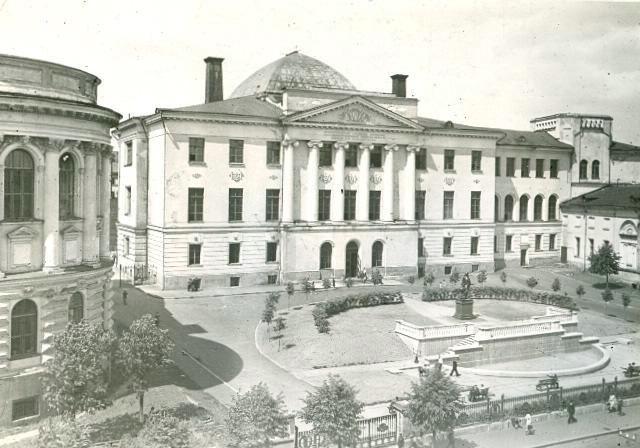 Здание Московского Государственного университета на Моховой улице, 1950-е 1950-01-01 - 1959-12-31, г. Москва