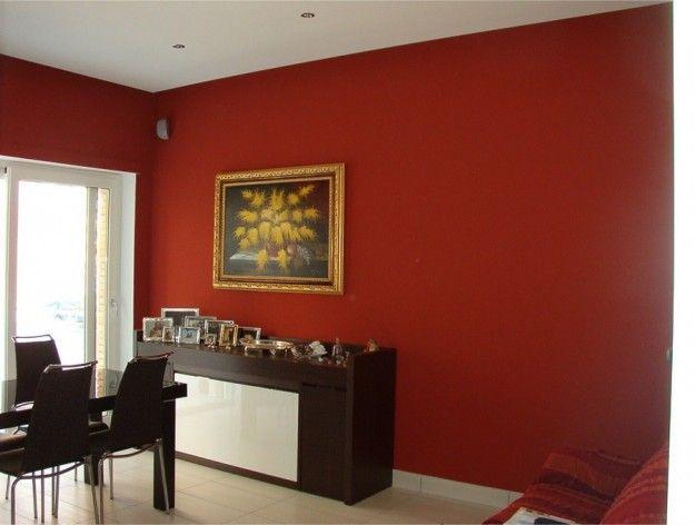 Pavimento chiaro e pareti rosse