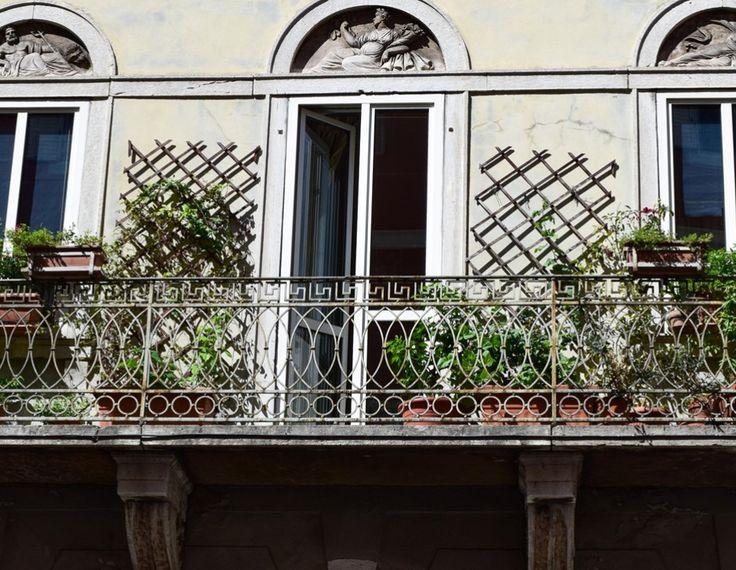 Schöne Fenster und Balkone in Triest  ... #windows #triest #friaul #fenster #trieste #friuli