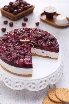 Cheesecake with cherries - Cheesecake alle ciliegie - Le Ricette di GialloZafferano.it