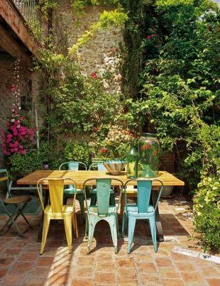 Salon de jardin industriel et coloré