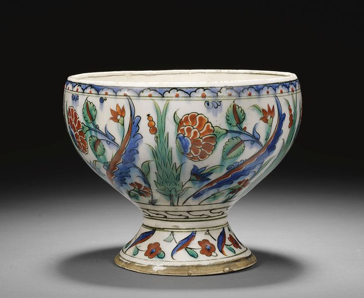An Iznik polychrome pottery tazza, Turkey, circa 1580 | lot | Sotheby's