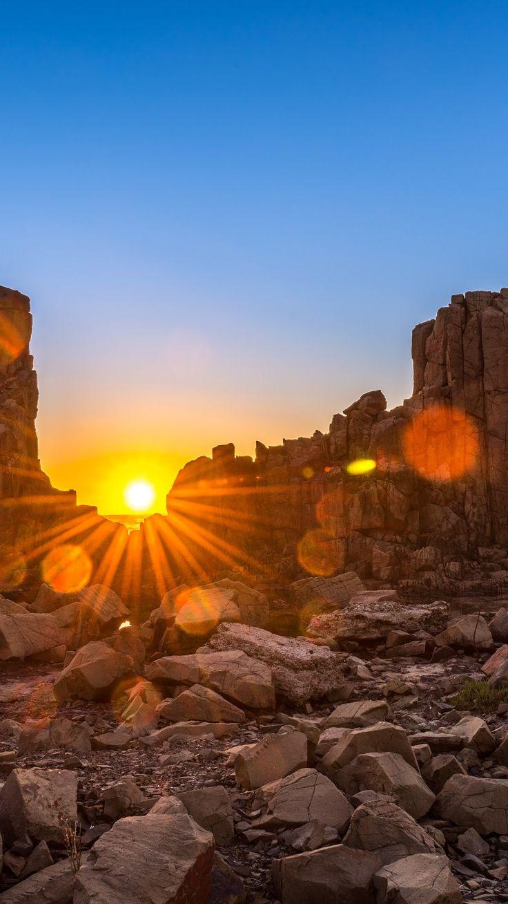 Bombo Headland at Kiama, New South Wales, Australia (© Attakorn | Sunrise Over Bombo Headland, Australia Wallpaper for SAMSUNG Galaxy S6