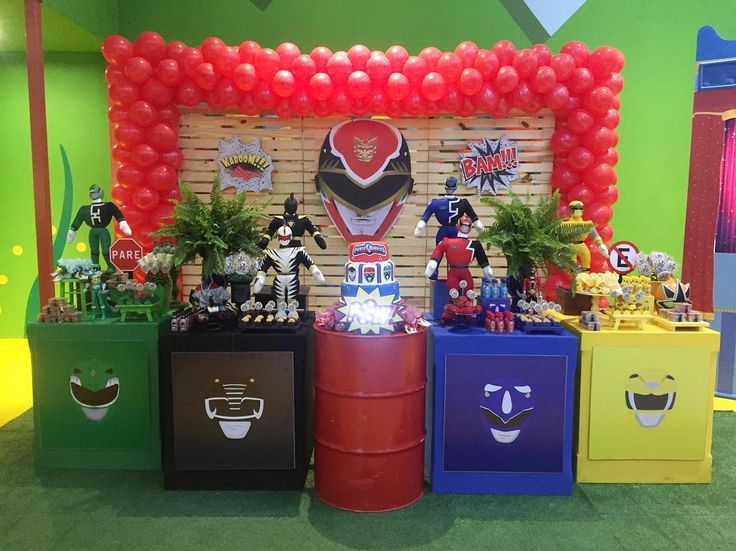 "27 curtidas, 1 comentários - Dona Maricota Doces E Decor (@donamaricotadocesedecoracoes) no Instagram: ""Go Go power rangers!! Todas as séries reunidas para a festa do Arthur! Na @casaxcampinas…"""