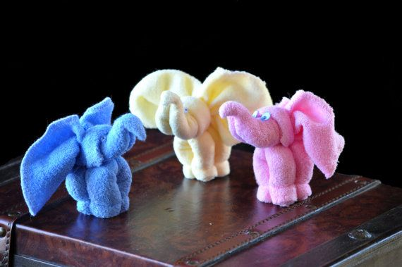 How to Make a Baby Washcloth Elephant for a diaper cake or party favor.   http://diapercakepatterns.com/diaper-cake-decorations-video-instructions/washcloth-animal-elephant-video-instructions/
