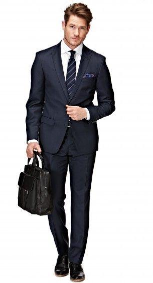 Het blauwe Bastin pak heeft een shaped fit waardoor het pak perfect op het lichaam aansluit. Dit modern gesneden pak heeft een slanke schouder en een taps toelopende broek. Het jasje heeft een enkele knoop, peak lapel, flap pockets en side vents