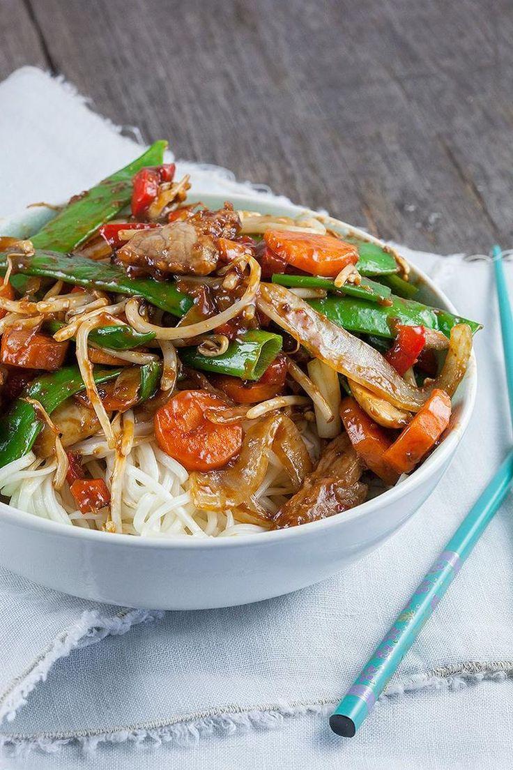 Bekijk de foto van ohmydish met als titel Amerikaans gerecht met Aziatische invloeden. Heerlijk wokgerecht met biefstuk, verse groenten en noodles. Klaar in 20 minuten. en andere inspirerende plaatjes op Welke.nl.