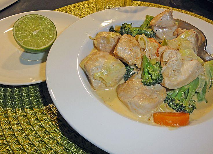 God och lättlagad kycklinggryta med thailändska smaker. Inspirationen till receptet kom från kokboken Bülows kök .  Thailändsk kycklingryta...