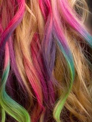 Highlights the same color as your natural hair? So last year. Now you should try these colorful dyed tips: Rainbows Hair, Hair Colors, Dips Dyes, Hairchalk, Hairstyle, Hair Style, Hair Chalk, Rainbows Highlights, Colors Hair