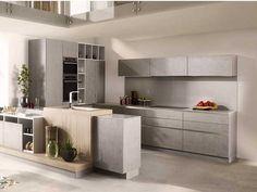 Ultra bien équipée, la cuisine américaine grise cache dans ses placards, lave vaisselle, four, micro onde et de nombreux rangements. Bon point pour le meuble d'angle a sortie totale. Modèle disponible en 30 couleurs