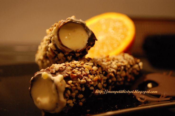 Cannoli di pasta fillo al cioccolato ripieni di mousse all'arancia