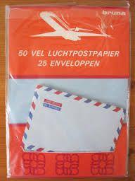 Per luchtpost brieven schrijven naar mijn vriendje die op de grote vaart zat. Toen bestond er nog geen sms, Skype of whatsapp.