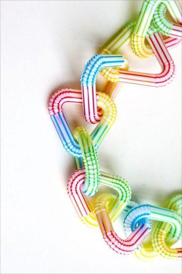 Collana con cannucce colorate