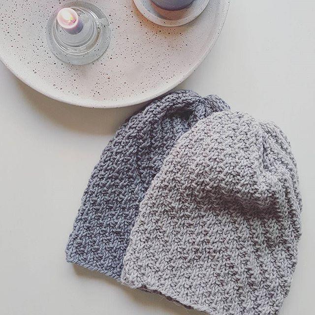 Snart luetid 🖤 #huemedvri #beaniewithatwist #strikkedilla #litlokalen #grey #knit #knitspiration #knitstagram #knitwear #loveknitting