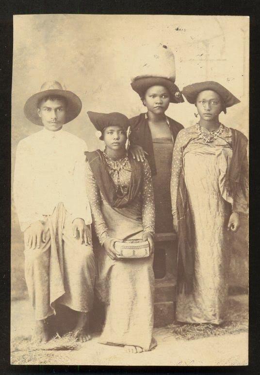 Indonesia ~ Batak Family ~ Sumatra Indonesia ca 1910