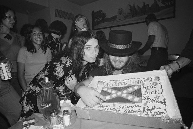 Gary Rossington, Ronnie Van Zant | Skynyrd is misspelled with an 'a' on the cake!