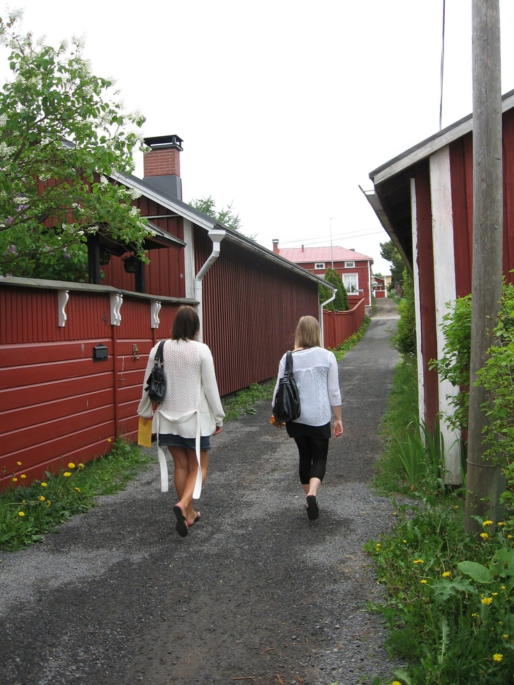 """""""Cat whipper's lane"""", one of the narrowest in Finland"""