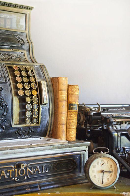Vignette.: House Tours, Vintage Cash, Hollywood Glamour, Cash Register, Vintage Typewriters, Ivy Houses, Houses Tours, Vintage Finding, Antiques