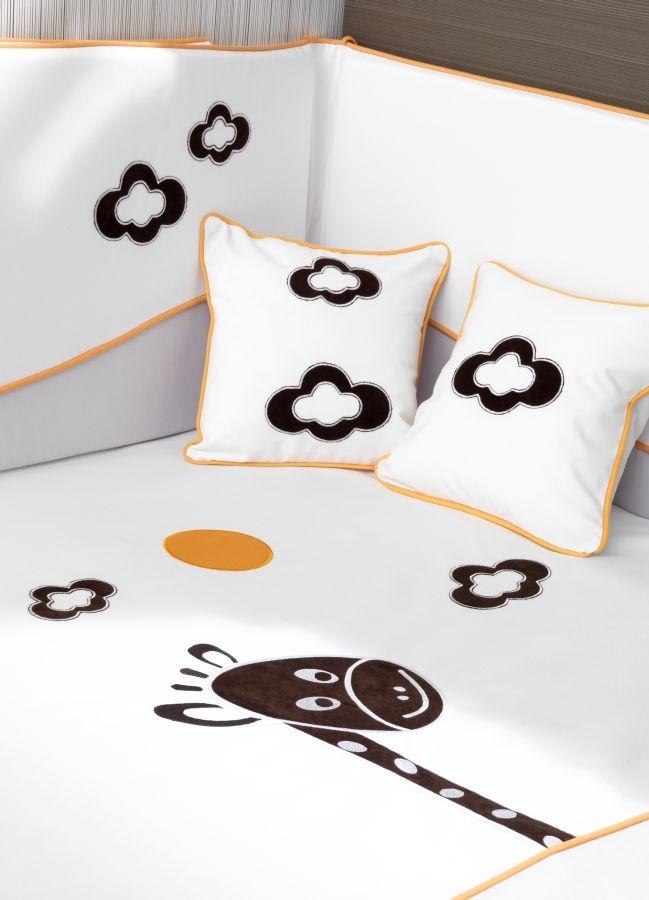 Ros Textil es el complemento perfecto para tu mueble infantil. En diferentes diseños, colores y acabados; colchas, nórdicos, protectores, juego de cojines, bolsos, neceseres. Todo tejido con cariño y con telas de alta calidad para el bienestar de tu bebe y tus niños.