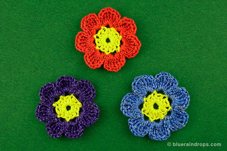 Crochet two colored flower, free instructions here.