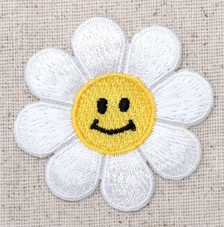 Iron On Embroidered Applique Patch White Smiling Daisy Face Flower LARGE