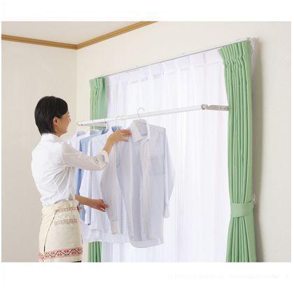 オークス0256-35-1211    オークス 室内物干しユニット フレクリーン pro30インセット (FS186N)日当たりの良い窓際に取付けることができる室内物干しです。 使う時だけぱっと取り出し、使用後は竿ごと窓枠内に収納できます。 カーテンに隠れてしまうので、場所を取らず見た目もスッキリ。 【取付け場所の確認】 取付け場所・ 位置の確認をしてください。 ※窓枠見込30mm以上、窓枠内縦寸法410mm以上の取付スペースが必要です。 ※窓枠の強度が十分な場所に取付けてください。 石膏ボード、化粧板等で下地に木芯がなく取付けネジが効かない場所には取付できません。 オークス 室内物干しユニット フレクリーン pro30インセット (FS186N)の特徴 窓枠内法幅:1500~1860mm ※石膏ボード、化粧板等で下地に木芯がなく、取り付けネジの効かない所には取り付けできません。 耐荷重:12kg 【商品サイズは3種類】 竿の長さを選ぶことで窓枠内寸法1240ミリ~2170ミリの範囲で取付が可能。 他に下記の商品ラインナップがございます ・…