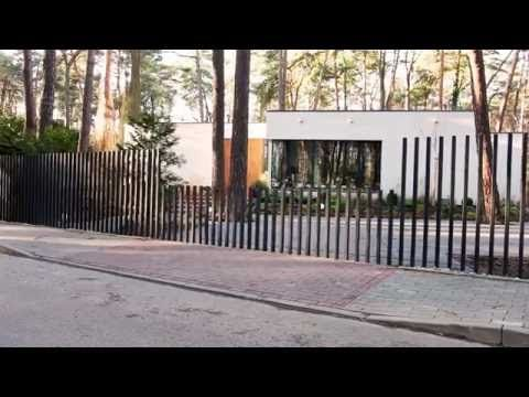 "This New ""Fancy Fence"" System Retracts Gate Directly Into Ground 
