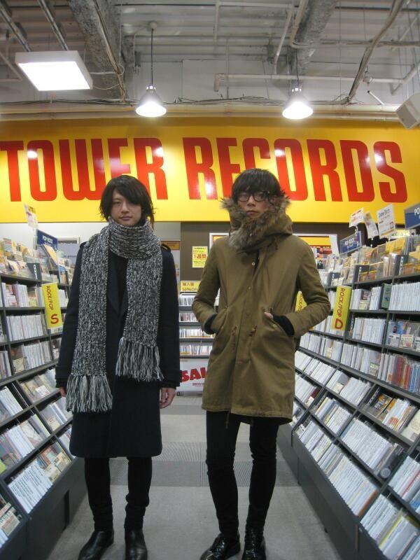 [Champagne]2013/12/12【ご来店】本日スタジオラシックに生出演された[Champagne]から川上洋平くんと磯部 寛之くんが遊びに来てくれました!いつもありがとうございます。今晩放送のZIP-FM『FIND OUT』はお二人で放送とか♪新曲も楽しみ過ぎる☆☆