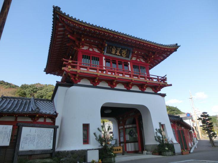 Visited Takeo Hot Springs in Saga prefecture, Japan. Great atmospheres. 佐賀県武雄市の武雄温泉に行きました。昔ながらのいい雰囲気。