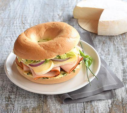 Recette Bagel au poulet et reblochon (difficulté Facile) . Découvrez comment préparer votre Plat principal sur EnvieDeBienManger.fr