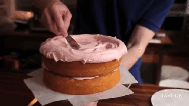 Tip for easy frosting: Start with LOTS on top… | 35 Amazing Birthday Cake Ideas