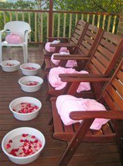 Have a pampering spa day at home with the girls. I love this idea. We could sip champagne & eat strawberries. Would also be nice to have someone come in and do a pedi/mani too. Who doesn't love being pampered?!