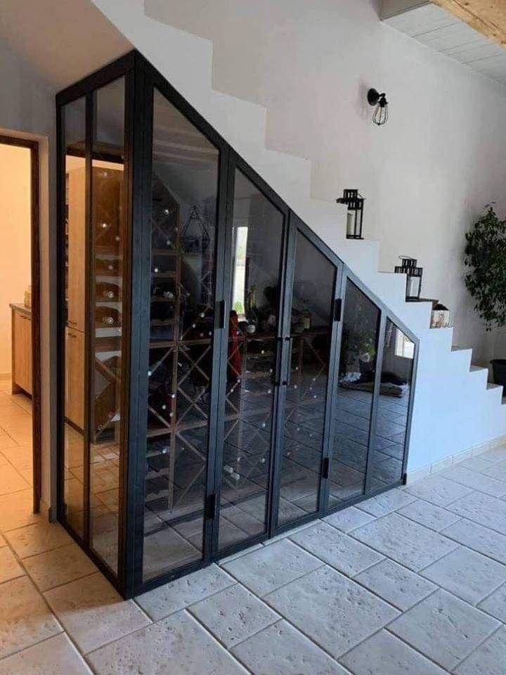 Cave à vin avec verrière sous escalier en 2020 | Aménagement sous escalier, Sous escalier ...