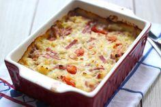 Deze keer hebben we een macaroni-ovenschotel met onder andere hamreepjes en cherrytomaatjes gemaakt. Lekker, simpel en snel te bereiden, ook van te voren!