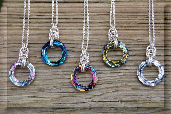 Brillano di luce propria queste facilissime collane con lo Swarovski Cosmic Ring e ne abbiamo di varie misure!!!