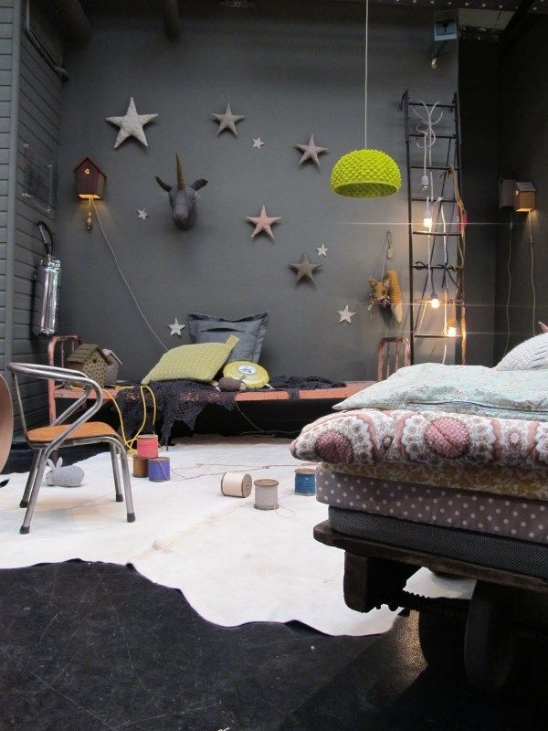 industrie trend innendesign schwarze wand sterne deko bedroom pinterest kinderzimmer. Black Bedroom Furniture Sets. Home Design Ideas