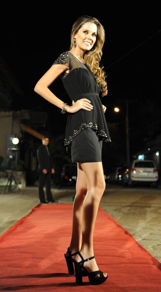 Sofia Arredondo con vestido WEISE y sandalias CASA ELENA
