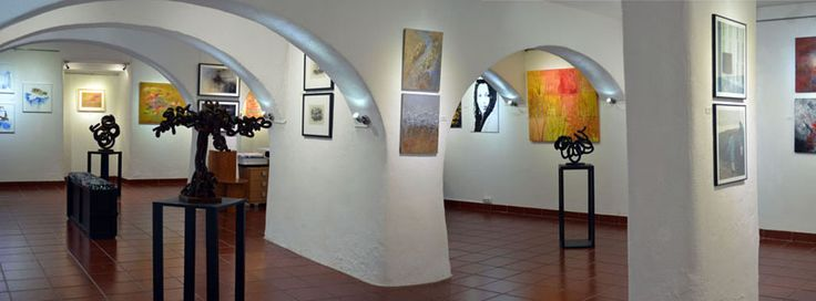 The gallery exhibits artworks literally, from around the world and painting, photography, sculpture, printmaking, drawing, watercolor, are displayed at Colorida's magnificent space with good care and people are most welcome to spend some time in its wonderful and cheerful atmosphere. Lisbon - Portugal