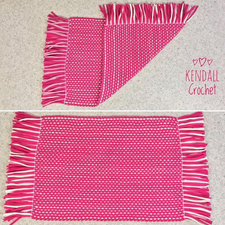 #kendallcrochet #crochet #crochetrug #knitting #tshirtyarn #weaving #ragrug #handweaved #popofcolor #lincraft #lincraftyarn