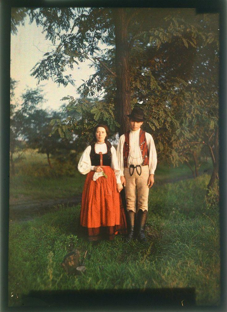 From Udvarhely county, photo: Köllő Rezső, 1912  I love old color photos