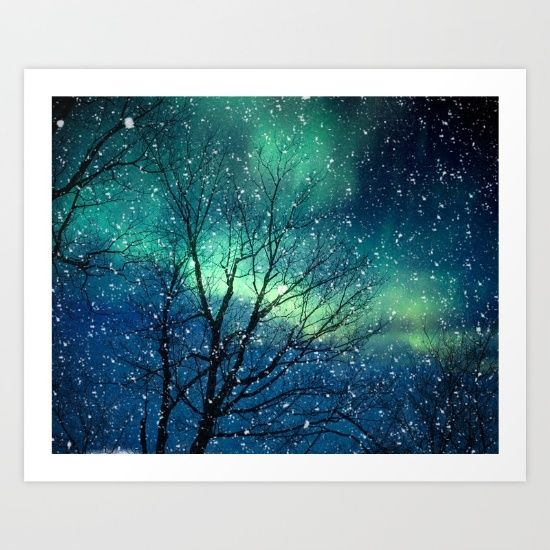 Nordlichtraum der Aurora Borealis spielt Tierkreisastrologiehoroskop blauen aquamarinen Aquatürkiswaldwinterschnee die Hauptrolle