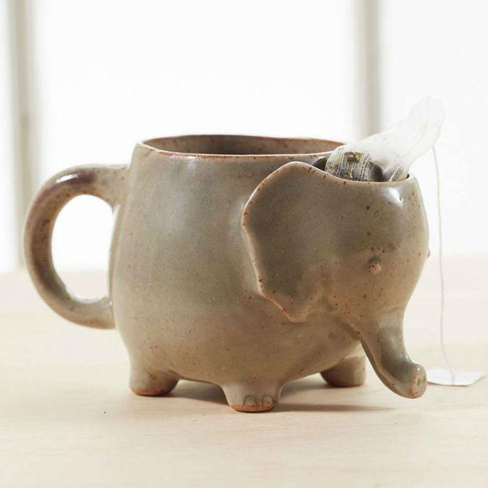 Симпатичная кружка в виде слоника со специальным отсеком для использованного чайного пакетика.