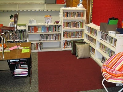 This is an awesome reading center! The amount of books is excellent. It is important for students to have opportunities to read during the day. (Not a big fan of the pillows...) 6717