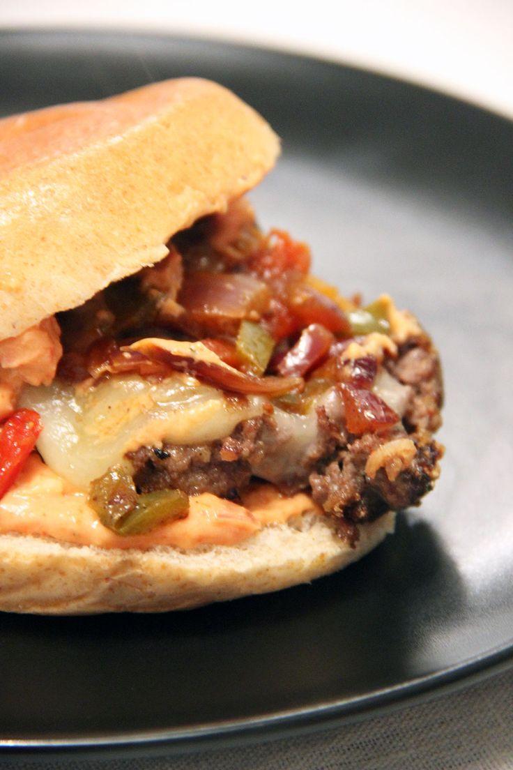 Voilà un bon moment que je n'avais pas proposé de recette de burger! Oui, bon,7semaines sans burger pour vous ce n'est peut-être pas énorme, mais ça m'a semblé une éternité! Il était temps que je m'y remette! Aujourd'hui je vous emmène au pays basque avec une recette àl'ossauiraty... Vous savez, ce fromage qu'on apprécie avec…