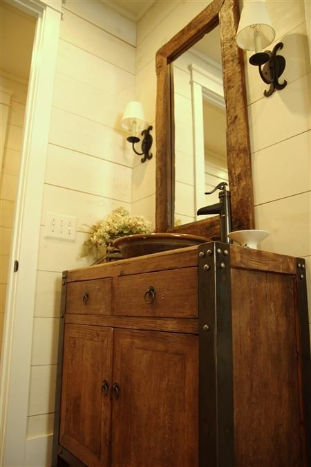 Rustic Bathroom Wall Cabinet: 1000+ Ideas About Rustic Bathrooms On Pinterest