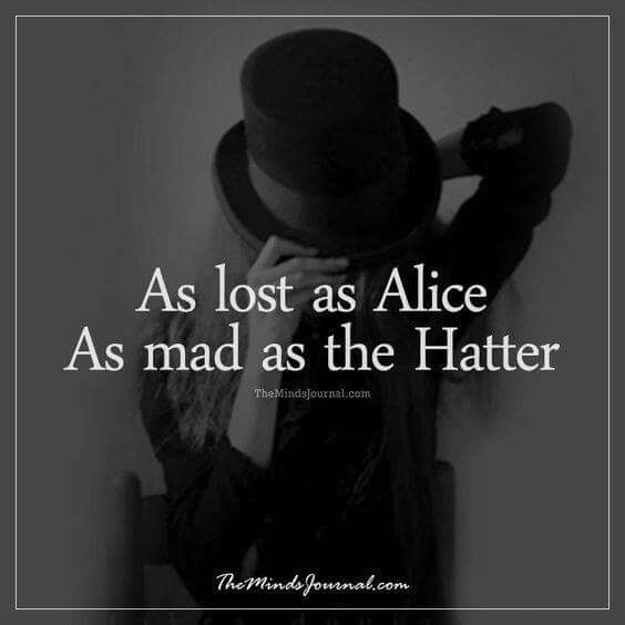 Tan perdida como Alicia, tan loca como el Sombrerero