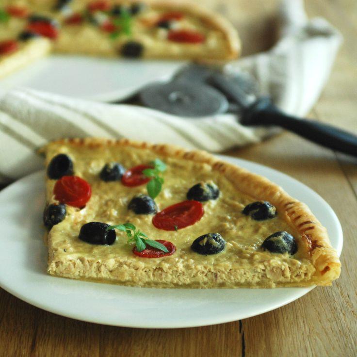 Pizza con pasta sfoglia, tonno e olive http://blog.giallozafferano.it/passionecooking/pizza-pasta-sfoglia-tonno-olive/