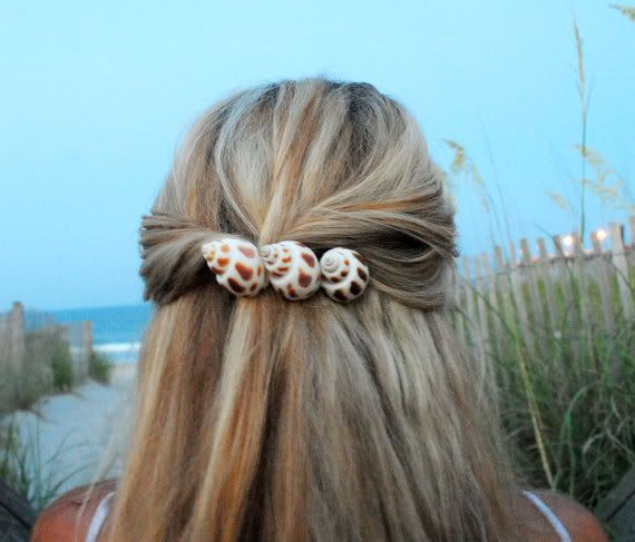 Other things for DIy shell station: hair clip. Need backing ribbon. 60 Different Shell Crafts for your Collected Beach Treasures {Saturday Inspiration & Ideas} - bystephanielynn
